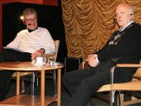"""För att locka herrarna bjöd vi in Arne Hegerfors till Kultursoffan. En intervju som Arne tog över, han berättade helhjärtat om sitt liv som idrottsreporter. Ett liv som bjöd på många s k hegerforsare där den främsta säkerligen är """"Det ser mörkt på Kameruns avbytarbänk"""". En kommentar Arne fällde spontant. Kom inte på hur tokigt det blev förrän en stund senare, när någon frågade om han tänkt ut den…"""